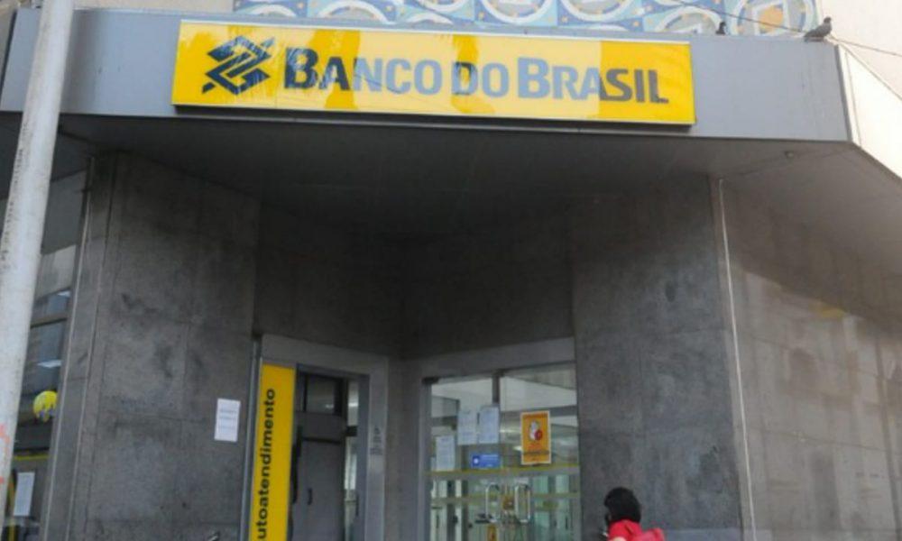 Mulher leva idoso morto para fazer prova de vida em banco de SP - Portal  ChicoSabeTudo